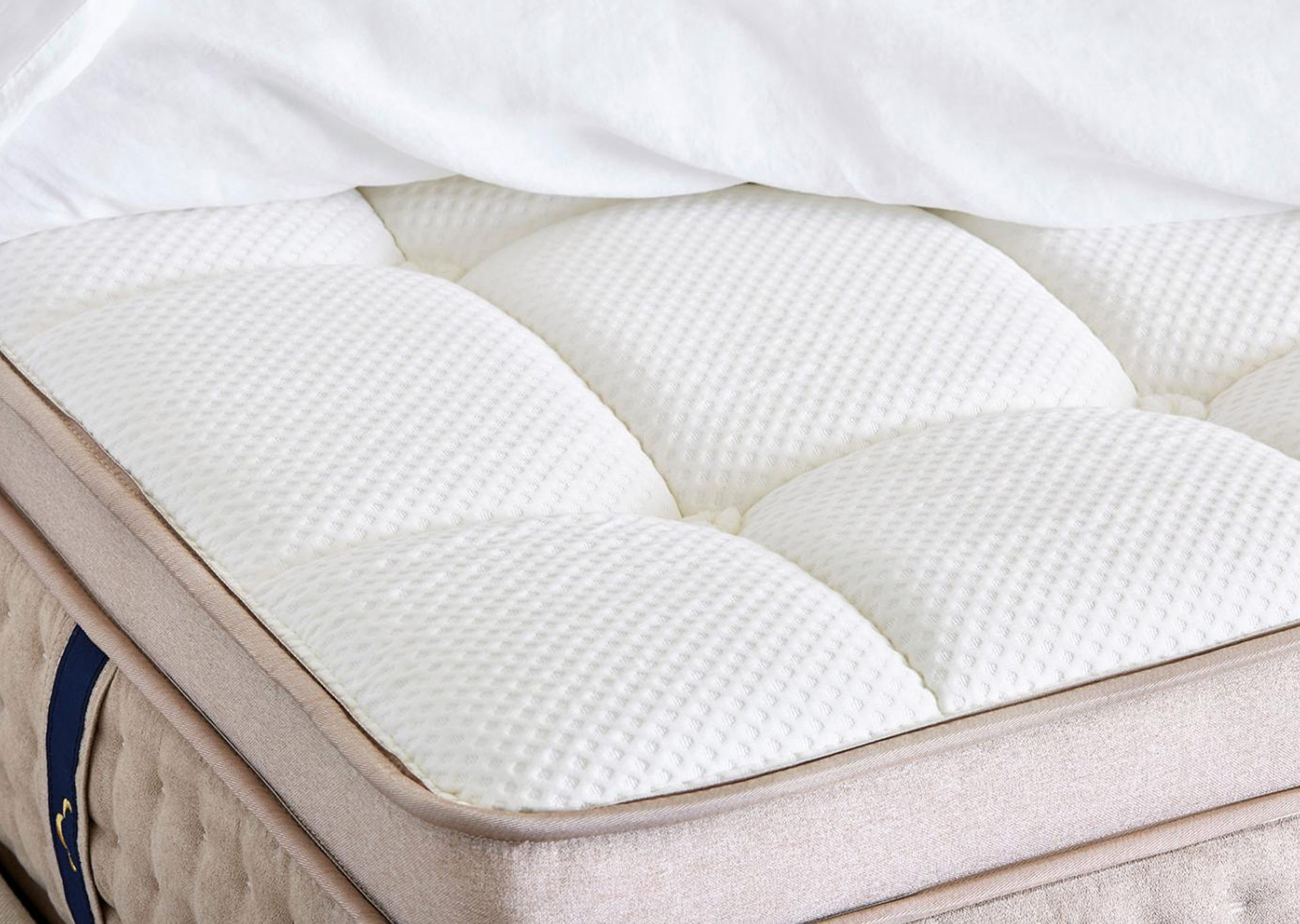 dreamcloud mattress quilted top